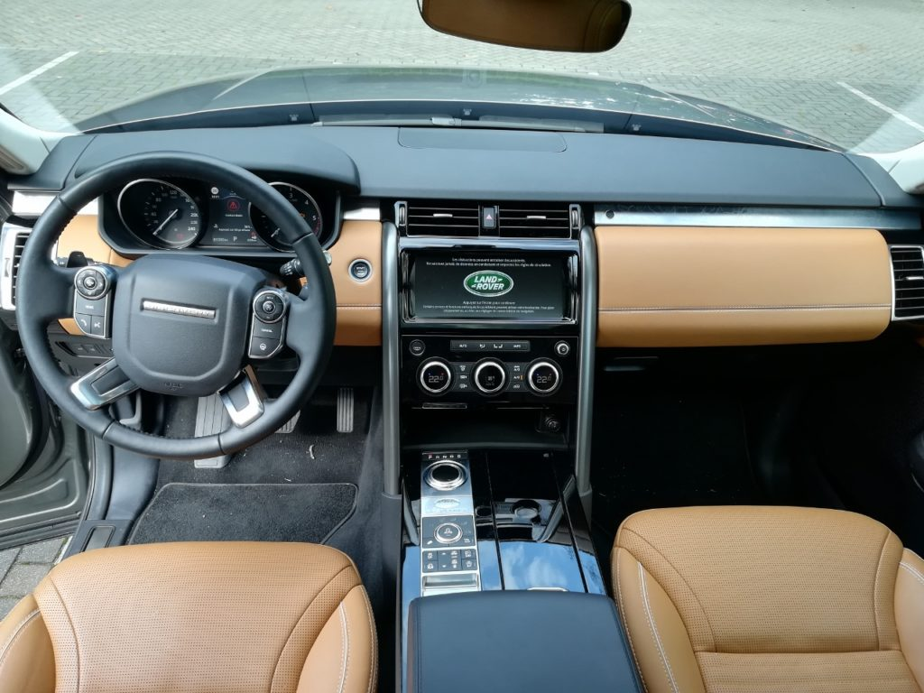 Land Rover New Discovery - Cockpit