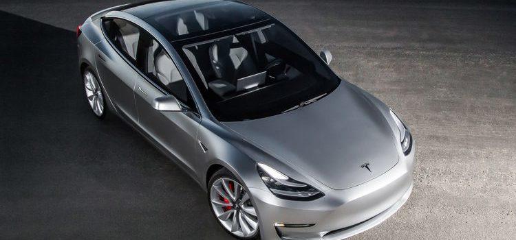 Tesla Model 3 : l'électrique la plus attendue débarque